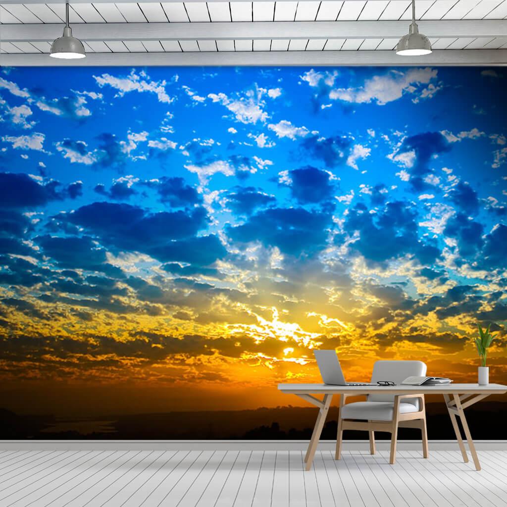 Sarı kızıl günbatımı şafak ve mavi gökyüzü ufuk duvar kağıdı