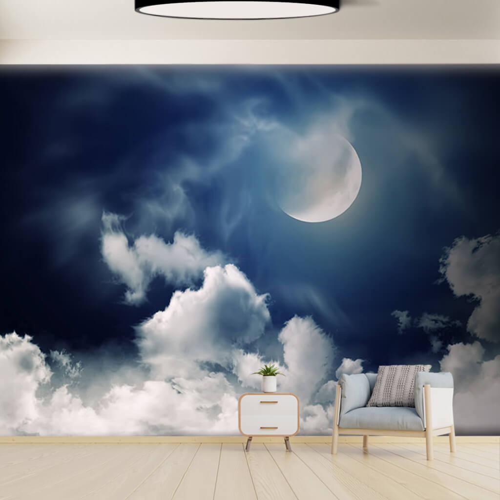 Gece gökyüzünde dolunay ve beyaz bulutlar duvar kağıdı
