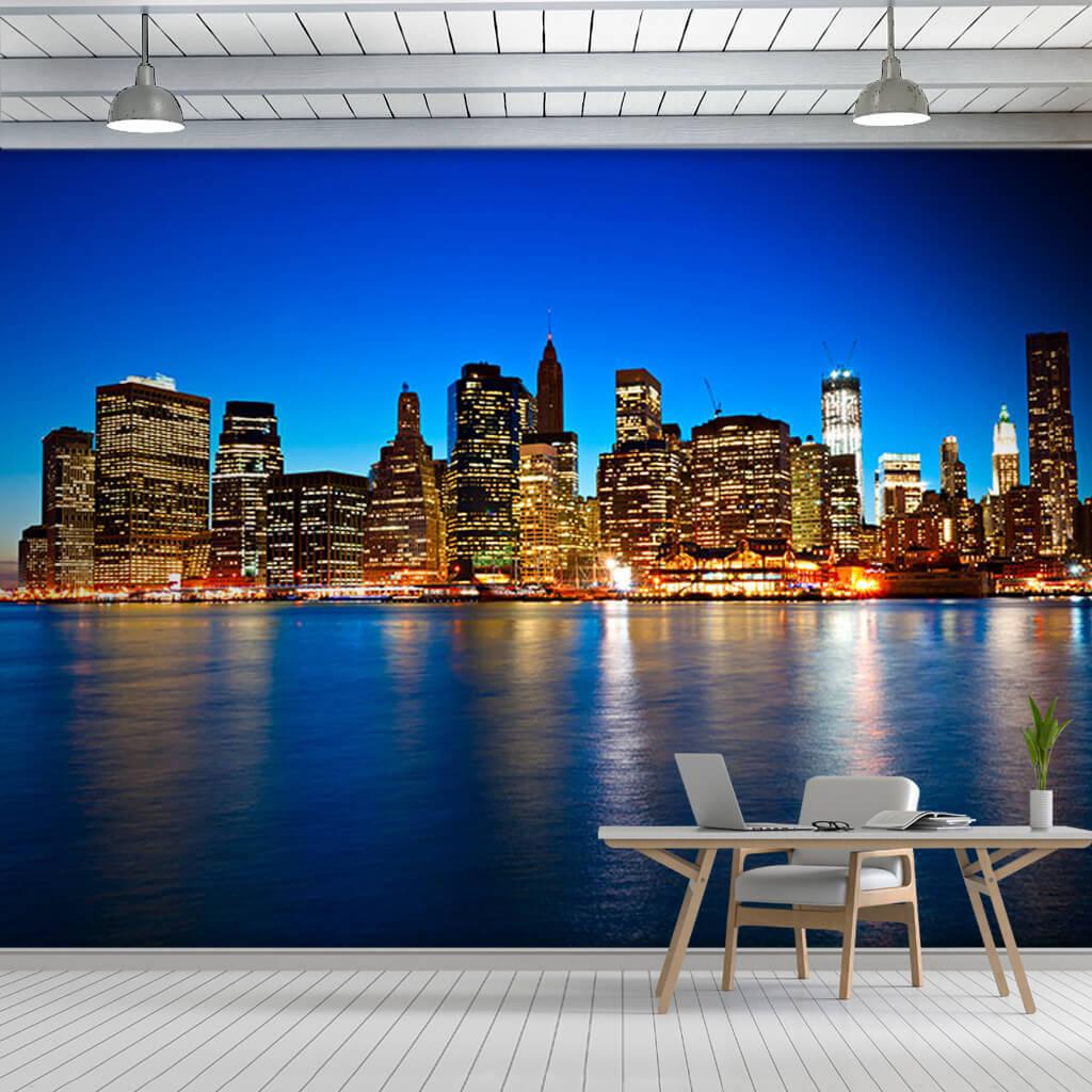 Gece denizdeki gökdelen yansımaları New York duvar kağıdı
