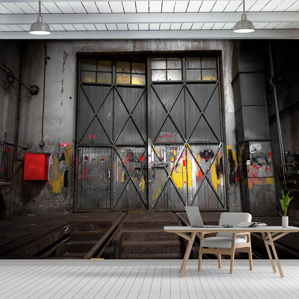 Eski endüstriyel atölye demir kapısı duvar kağıdı