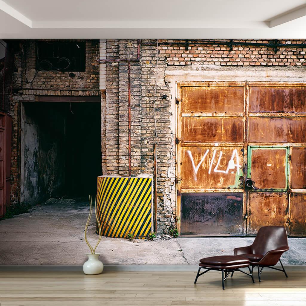 Eski endüstriyel terk edilmiş fabrika paslı kapı duvar kağıdı
