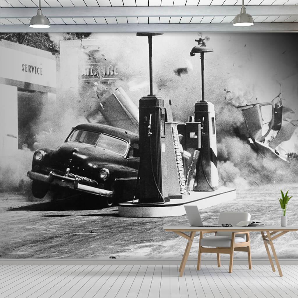 Benzin istasyonunda patlama siyah beyaz 50'ler duvar kağıdı