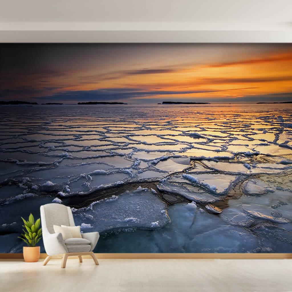 Buz tutmuş denizde gün batımı kutup manzarası duvar kağıdı