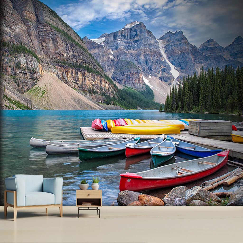 Dağlar nehir ve kırmızı sarı kano kayaklar duvar kağıdı