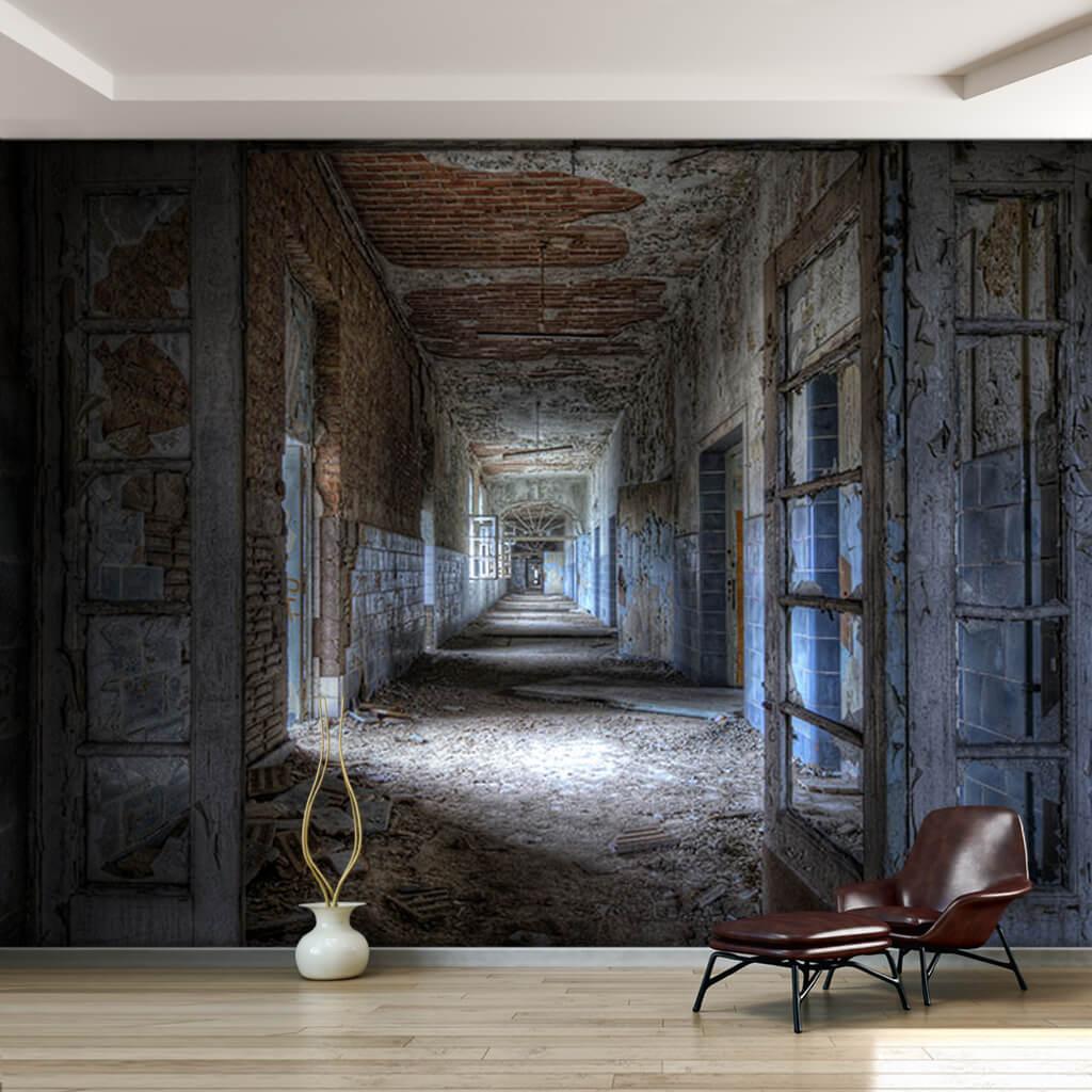 Sıvası dökülmüş tuğla duvarlı eski koridor duvar kağıdı