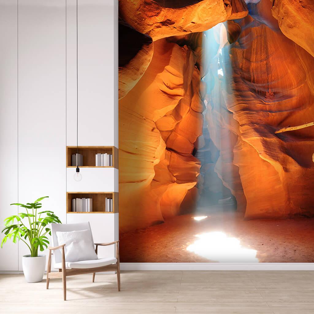 Antilop kanyonu ve zemine süzülen gün ışığı duvar kağıdı