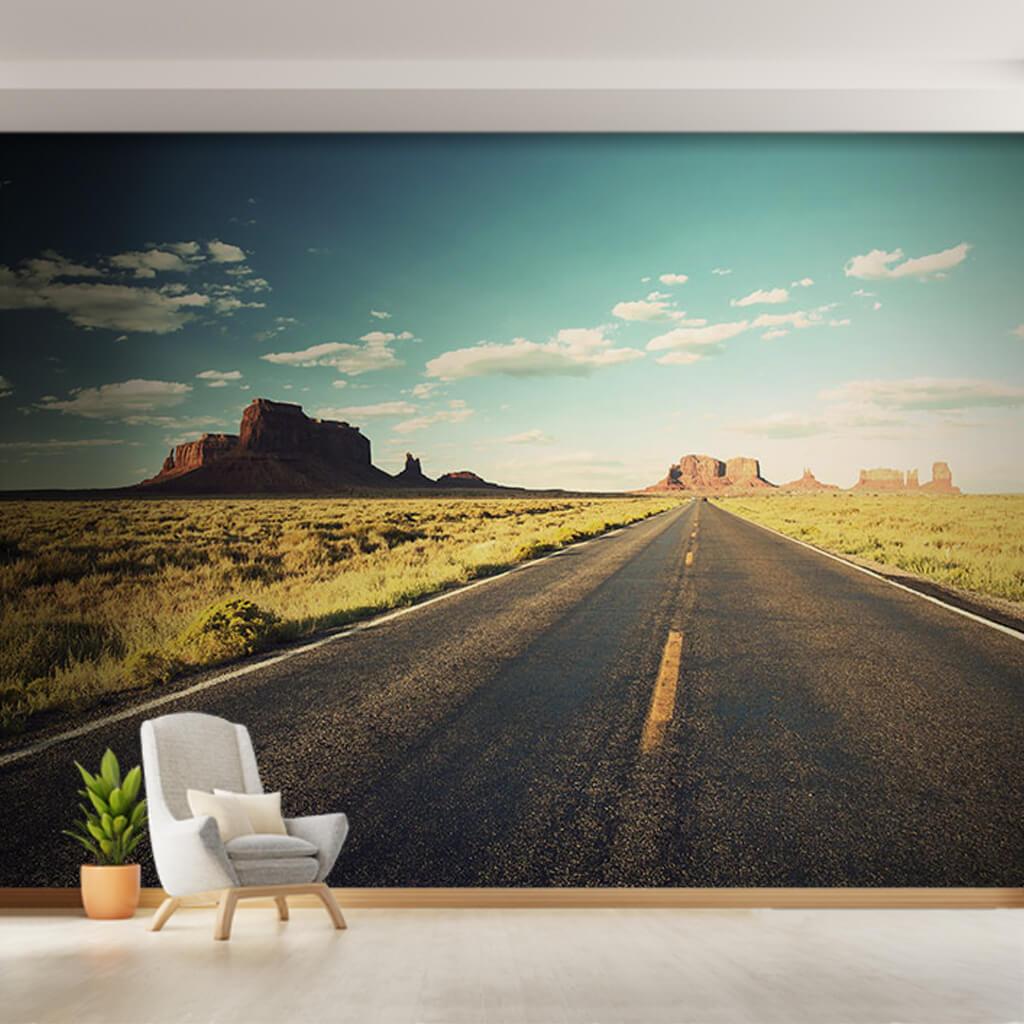 Anıt kayalar ve çölde uzayan otoyol Arizona duvar kağıdı